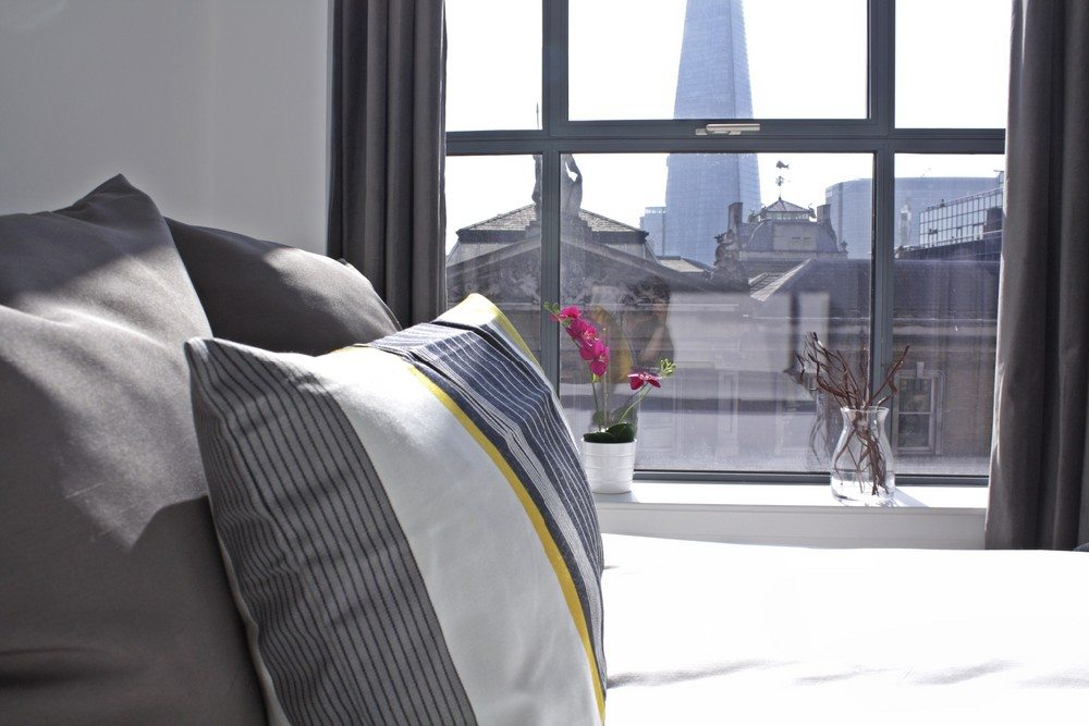 Shard-View-Apartments-Monument---The-City-of-London---bedroom-view