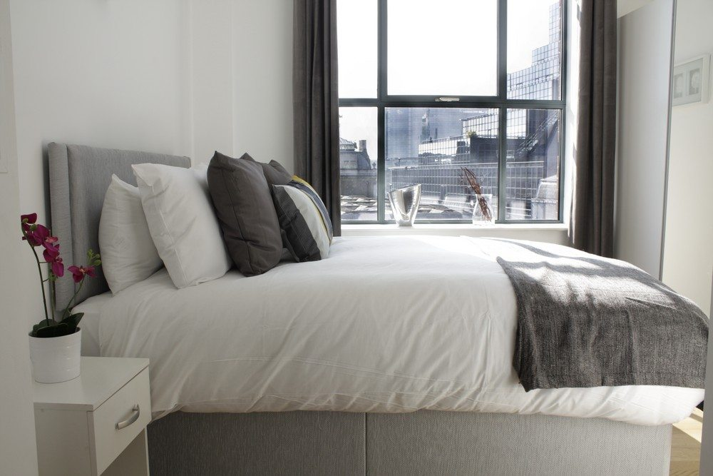 Shard-View-Apartments-Monument---The-City-of-London---Bedroom-high-ceilings
