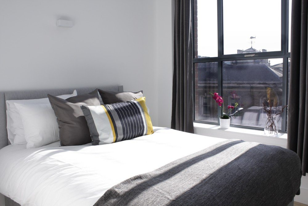 Shard-View-Apartments-Monument---The-City-of-London---Bright-Bedroom