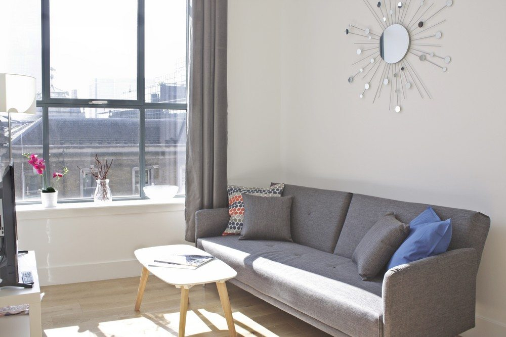 Shard-View-Apartments-Monument---The-City-of-London---sunny-living-room