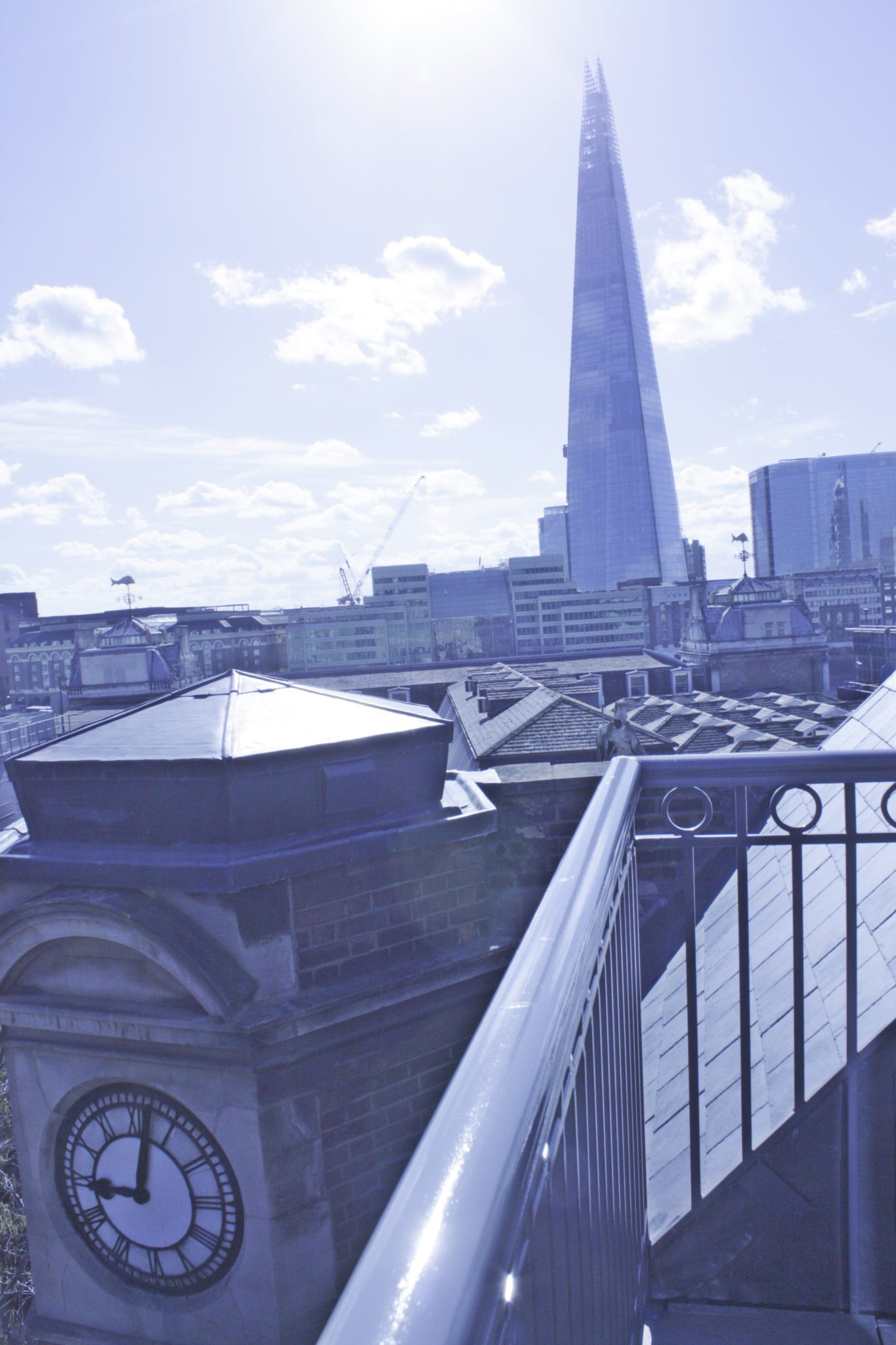 Shard-View-Apartments-Monument---The-City-of-London---balcony-view