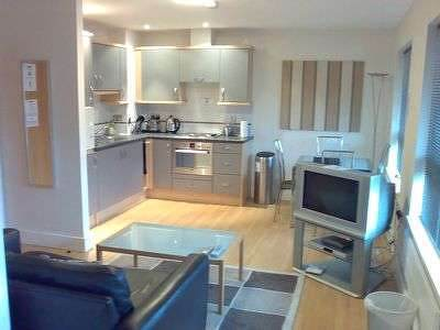 Anchor-Court-Serviced-Apartments-Basingstoke-UK-|-Urban-Stay---Kitchen