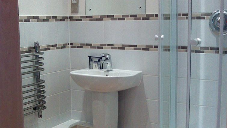Anchor-Court-Serviced-Apartments-Basingstoke-UK-|-Urban-Stay---Bathroom