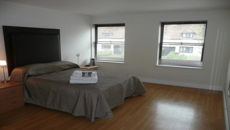 Anchor-Court-Serviced-Apartments-Basingstoke-UK-|-Urban-Stay---Spacious-Bedroom