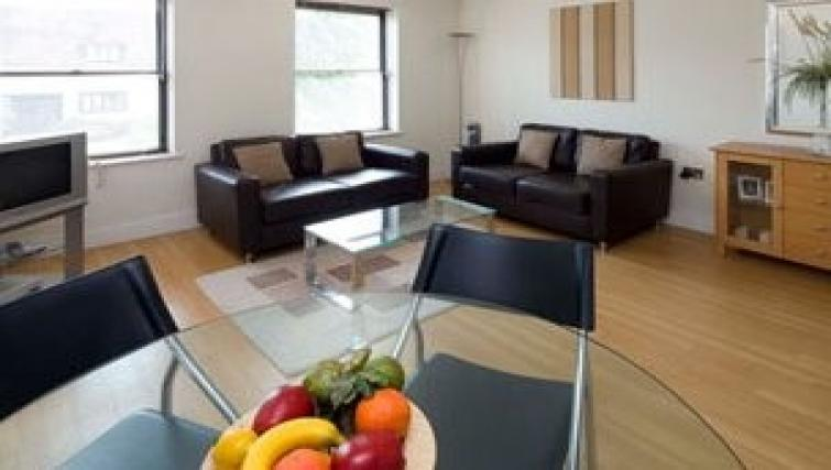 Anchor-Court-Serviced-Apartments-Basingstoke-UK-|-Urban-Stay---Living-Room