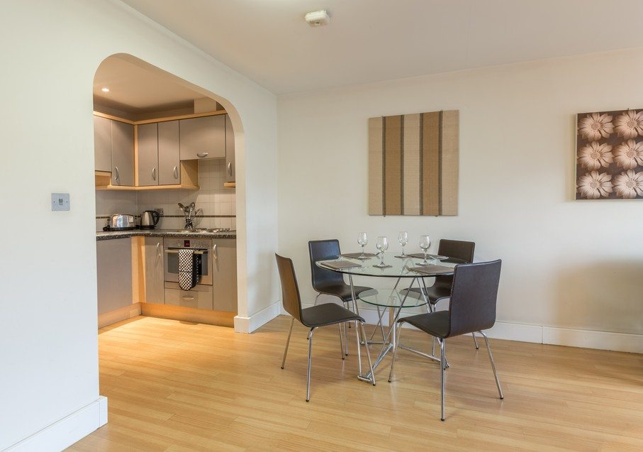 Anchor-Court-Serviced-Apartments-in-Basingstoke-UK---Dining-Area-and-Kitchen