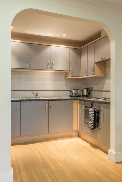 Anchor-Court-Serviced-Apartments-in-Basingstoke-UK---Fully-equipped-kitchen