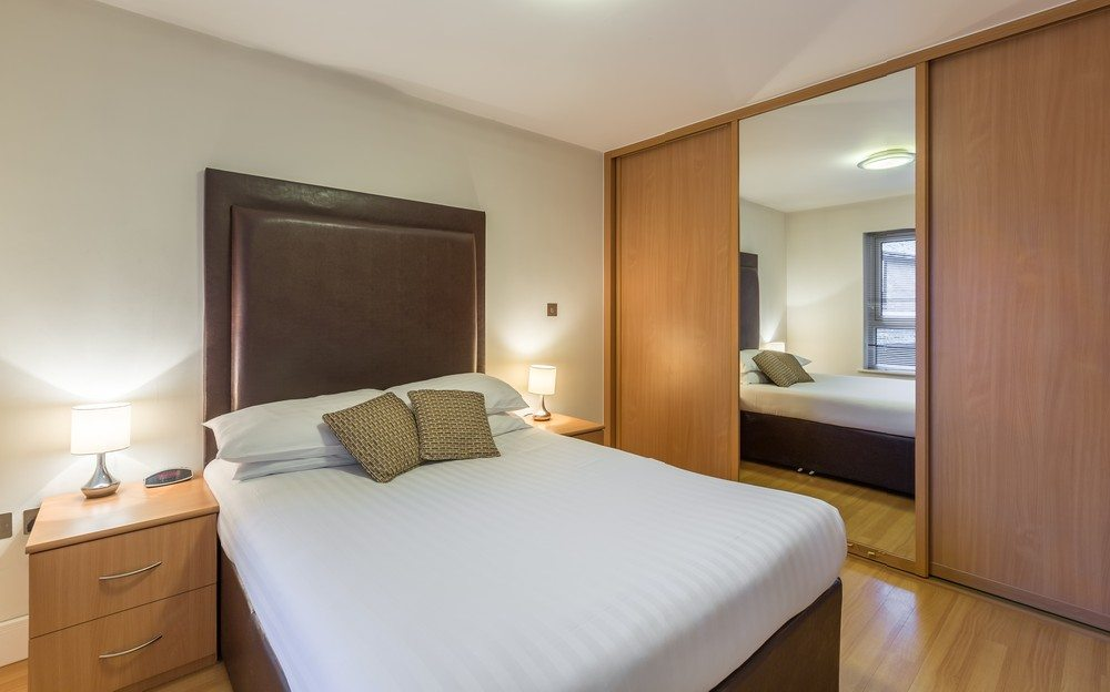 Anchor-Court-Serviced-Apartments-in-Basingstoke-UK---Bedroom-with-wardrobe