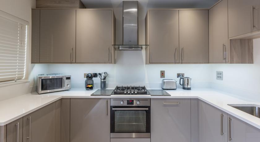 Athena Court Accommodation Maidenhead Serviced Apartments UK – self-catering kitchen | Urban Stay
