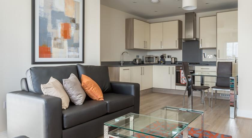 Athena Court Accommodation Maidenhead Serviced Apartments UK – open plan kitchen | Urban Stay