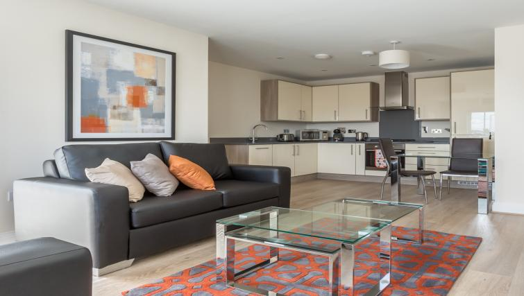 Athena Court Accommodation Maidenhead Serviced Apartments UK – kitchen and living room | Urban Stay
