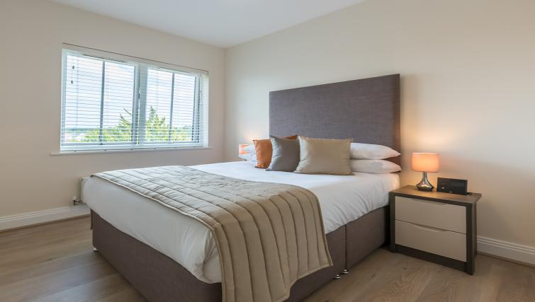 Athena Court Accommodation Maidenhead Serviced Apartments UK – double bedroom | Urban Stay