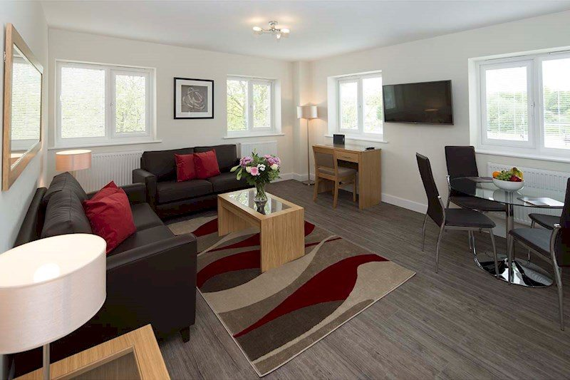 Bracknell-Serviced-Apartments---Beneficial-House-Corporate-Accommodation---living-room-|-Urban-Stay