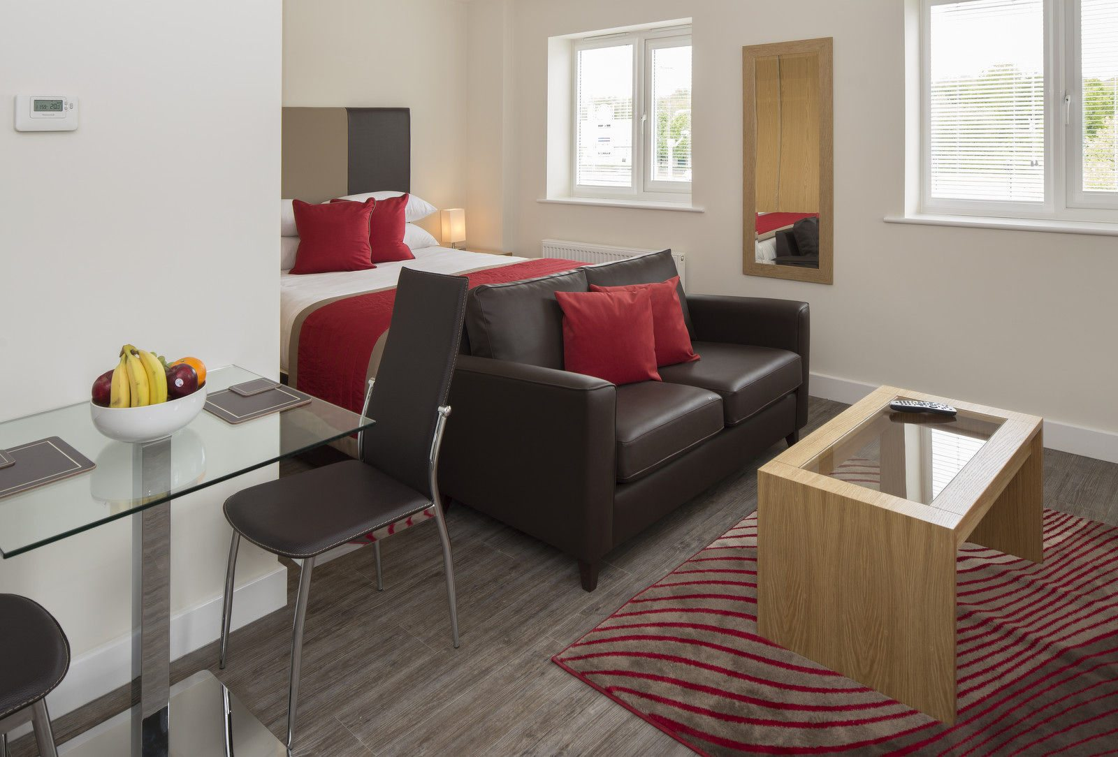 Bracknell-Serviced-Apartments---Beneficial-House-Corporate-Accommodation---studio-bedroom-|-Urban-Stay
