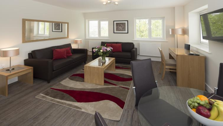 Bracknell-Serviced-Apartments---Beneficial-House-Corporate-Accommodation---living-area-|-Urban-Stay