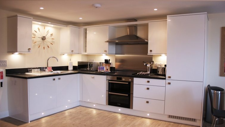 Central-Point-Corporate-Accommodation-Basingstoke-UK-Self-catering-Kitchen