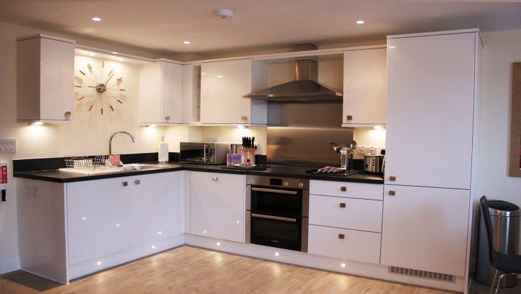 Central-Point-Corporate-Accommodation-Basingstoke-UK-Self-catering-Kitchen