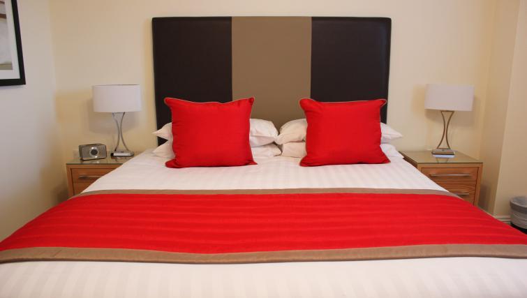 Central-Point-Corporate-Accommodation-Basingstoke-UK-Modern-Bedroom