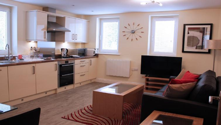 Central-Point-Corporate-Accommodation-Basingstoke-UK-kitchen