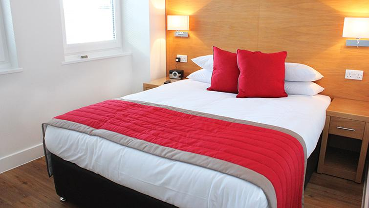 Central-Reading-Apartments---serviced-corporate-accommodation---luxurious-bedroom-|-Urban-Stay