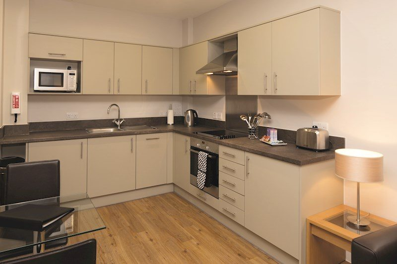 Central-Reading-Apartments---serviced-corporate-accommodation---kitchen-|-Urban-Stay