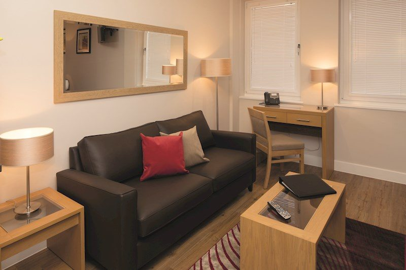 Central-Reading-Apartments---serviced-corporate-accommodation---living-area-|-Urban-Stay