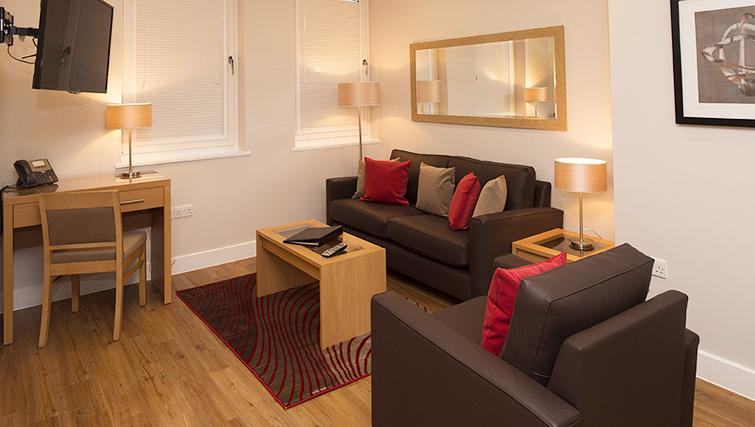 Central-Reading-Apartments---serviced-corporate-accommodation---living-room-|-Urban-Stay