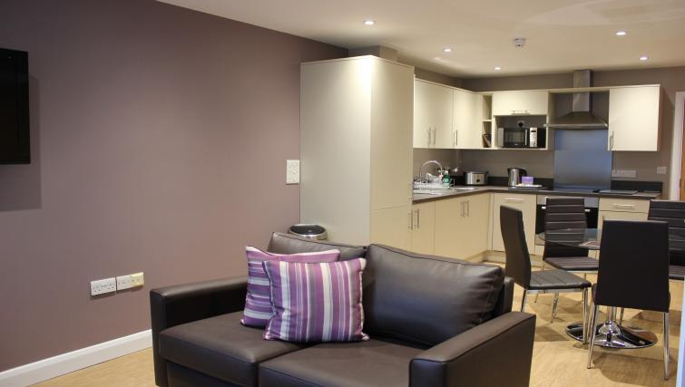City-Wall-House-Serviced-Apartments-Reading---Open-Plan-Living-Room-and-Kitchen-|-Urban-Stay