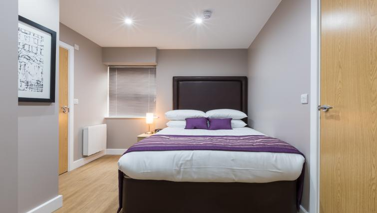 City-Wall-House-Serviced-Apartments-Reading---Double-Bedroom-|-Urban-Stay