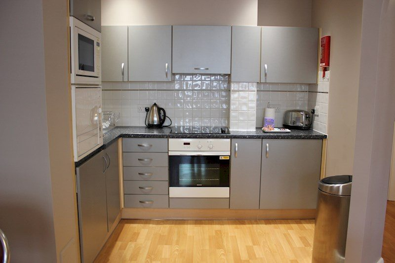 City-Wall-House-Serviced-Apartments-Reading---Modern-Kitchen-|-Urban-Stay