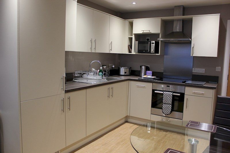 City-Wall-House-Serviced-Apartments-Reading---Open-Plan-Kitchen-|-Urban-Stay
