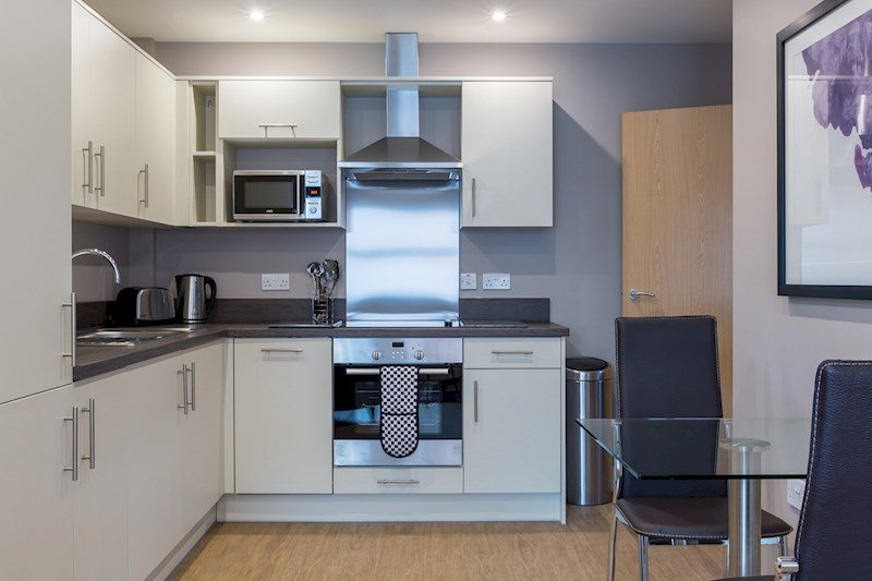 City-Wall-House-Serviced-Apartments-Reading---Kitchen-and-Dining-Area-|-Urban-Stay