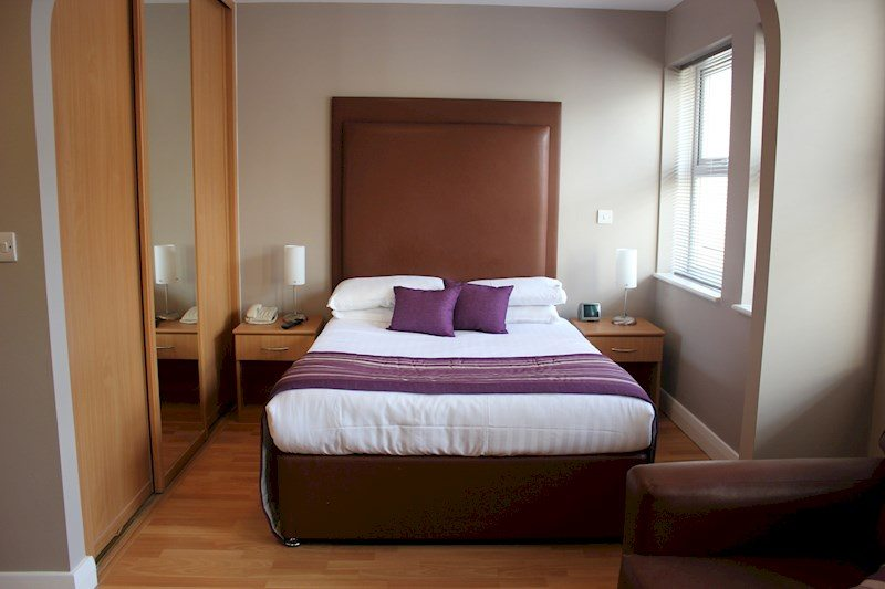 City-Wall-House-Serviced-Apartments-Reading---Bedroom-|-Urban-Stay