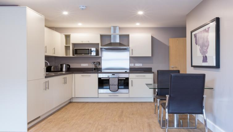 City-Wall-House-Serviced-Apartments-Reading---Kitchen-|-Urban-Stay