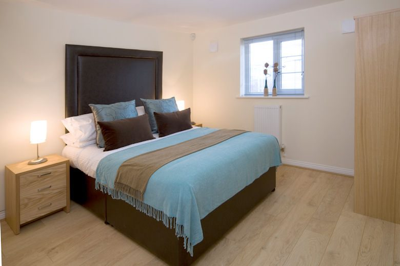 Cliddesden-Place-Short-Stay-Apartments-Basingstoke-UK-Double-Bedroom