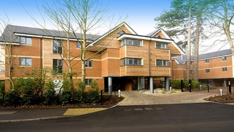 Cliddesden-Place-Short-Stay-Apartments-Basingstoke-UK-Building-Exterior