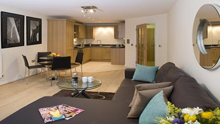 Cliddesden-Place-Short-Stay-Apartments-Basingstoke-UK-Kitchen