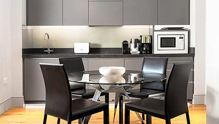 Marylebone Serviced Apartments Central London deluxe kitchen and dining table Urban Stay