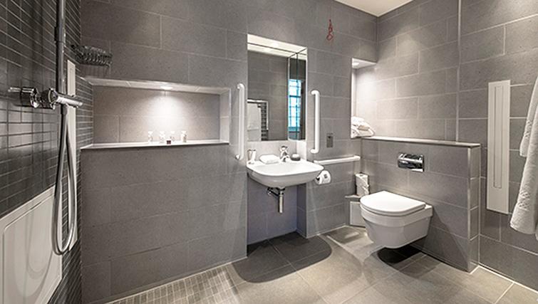 Marylebone Serviced Apartments Central London diabled bathroom Urban Stay