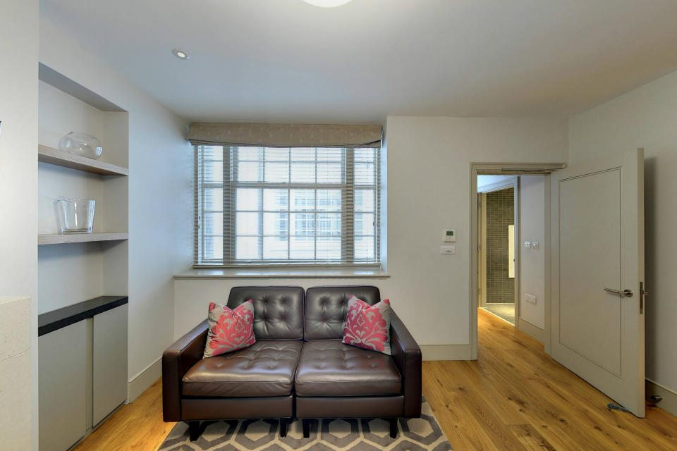Marylebone Serviced Apartments Central London living room wooden flooring Urban Stay