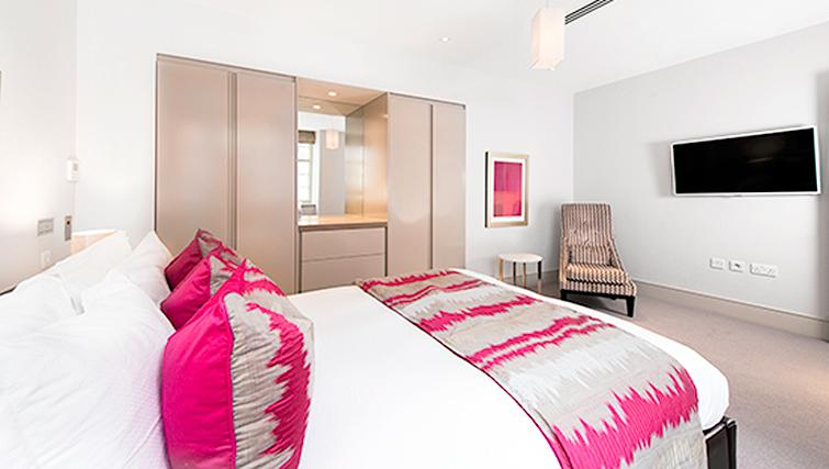 Marylebone Serviced Apartments deluxe bedroom Urban Stay