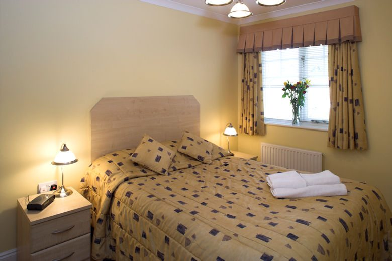 Selborne-Court-Short-Stay-Apartments-Bracknell-UK-corporate-accommodation-–-bedroom-|-Urban-Stay