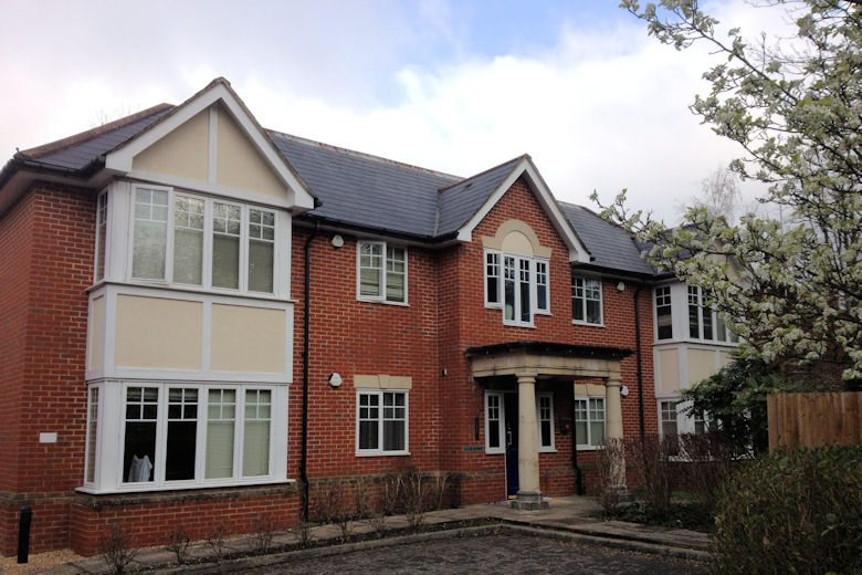 Selborne-Court-Short-Stay-Apartments-Bracknell-UK-corporate-accommodation-–-building-exterior-|-Urban-Stay