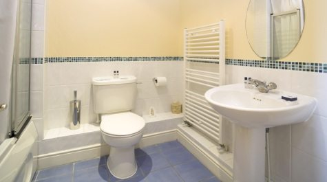 Serviced-Accommodation-Reading-Short-Stay-Apartments-Stanshawe-Court-modern-bathroom