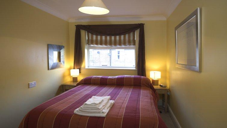 Serviced-Accommodation-Reading-Short-Stay-Apartments-Stanshawe-Court-bedroom
