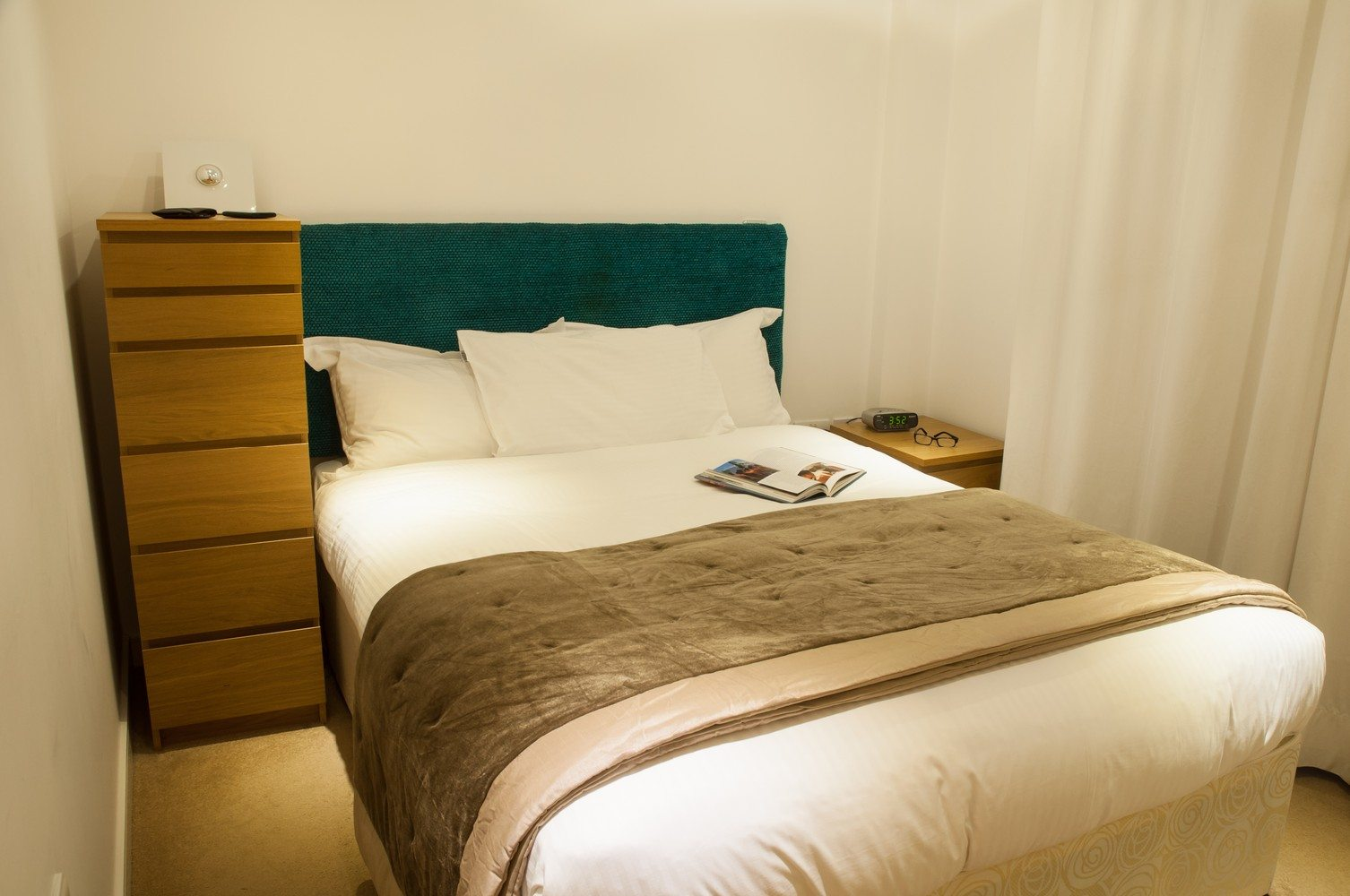 Serviced-Accommodation-Liverpool-Street---Steward-Street-Apartments-Modern-Kitchen