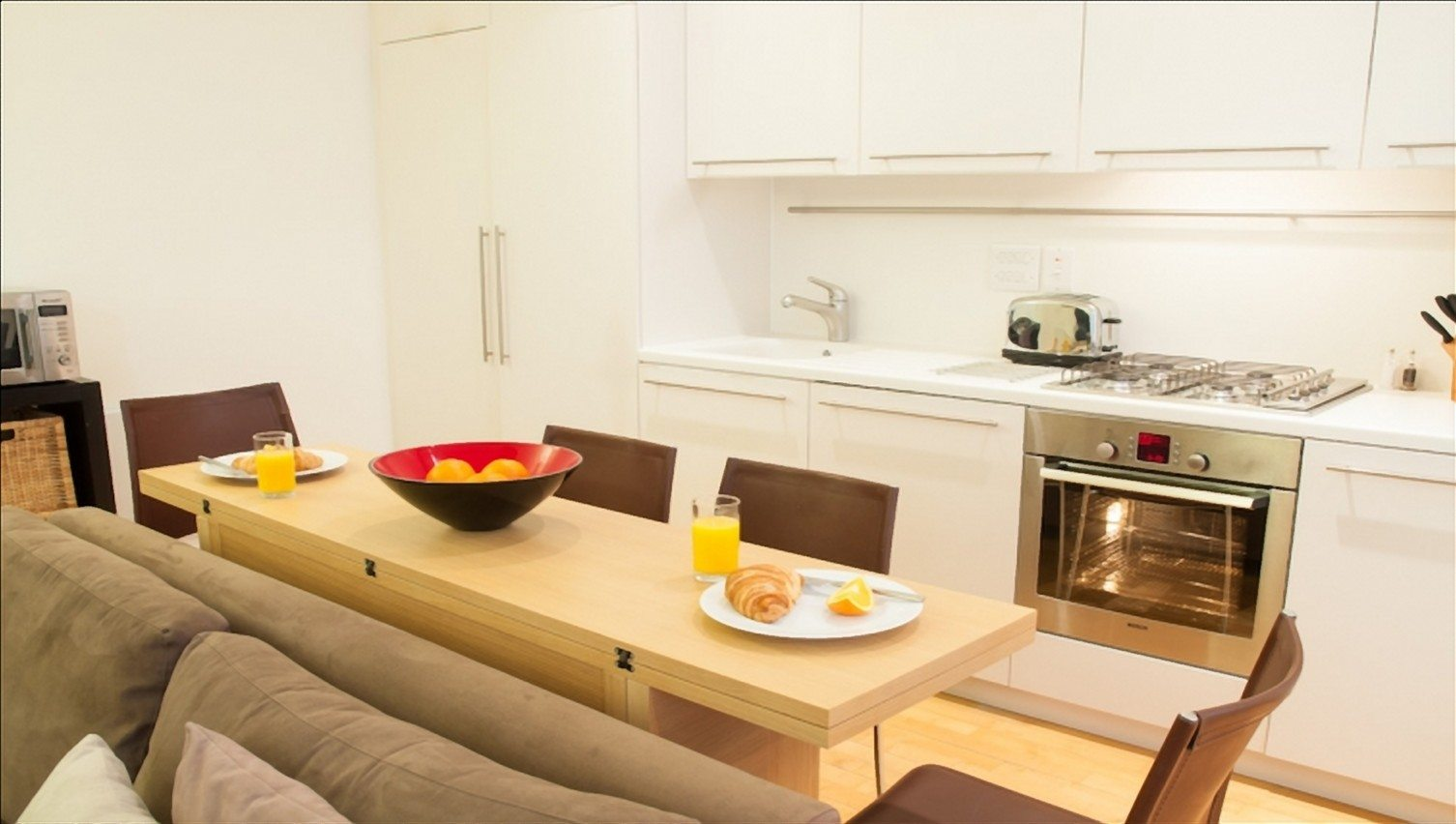 Serviced-Accommodation-Liverpool-Street---Steward-Street-Apartments-Dining-Area