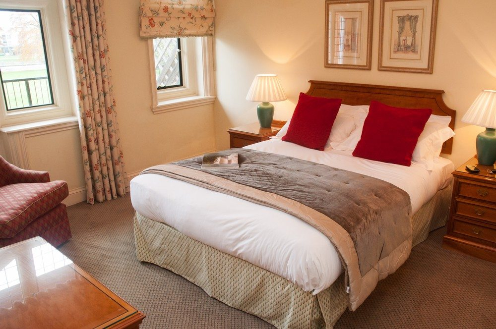 Serviced Apartments Staines upon Thames Wraysbury Hall Apartments - Luxury Bedroom