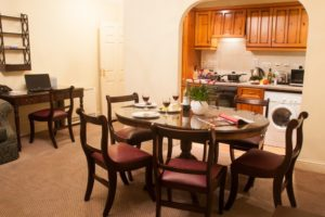 Serviced Apartments Staines upon Thames Wraysbury Hall Apartments - Dining Area