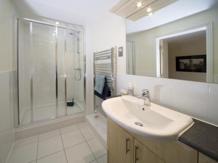 Serviced-Accommodation-Maidenhead-UK---family-bathroom